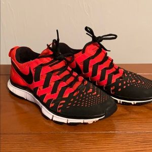 Men's Nike Free Trainer 5.0 size 9, black and red